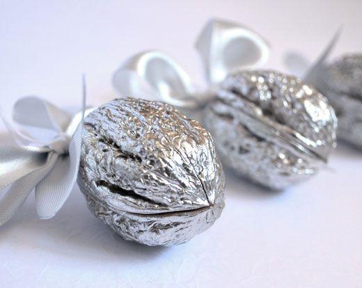 Silver! Орехи символ Года Металическая крыса (Орешки удачи) с карамелью 1 шт