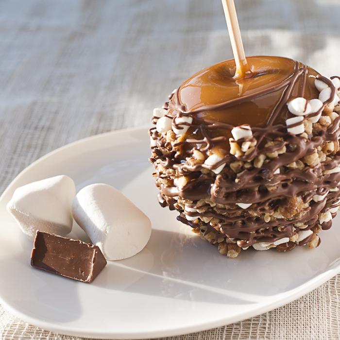 Яблоки в карамели, шоколаде с посыпками и русунком